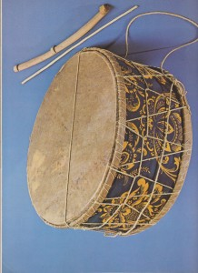 Figure 1. Daouli and beaters: diameter 38 cm, cylindrical frame 20 cm high.1