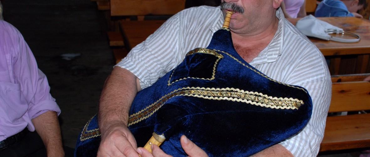 Laz bagpipe (tulum) player, Rize Turkey ( Photo © Özhan Öztürk)